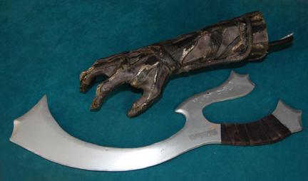 Klingon Bat'leth Prop Replica – Roddenberry Shop
